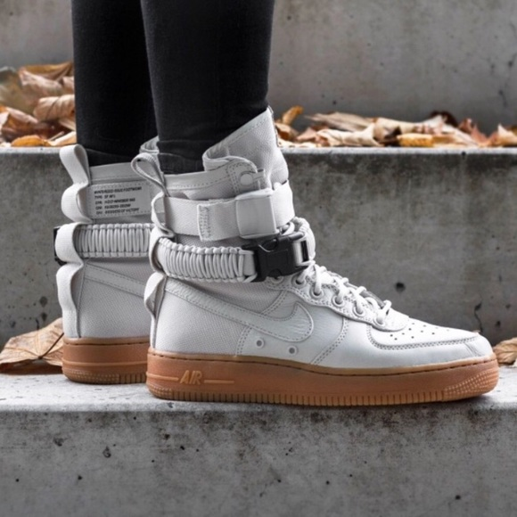 best service 9169a 10598 Nike W SF Air Force 1 light bone. M5ba71fe7194dad08fc74b2fa